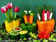Cool veggie display for a spring or summer party! Veggie Platters, Veggie Tray, Vegetable Trays, Birthday Party Snacks, Moana Birthday Party, Party Food On A Budget, Vegetable Bouquet, Party Dishes, Party Trays