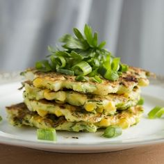 Simple fritters with corn, fresh herbs and zucchini. [scroll down for English]