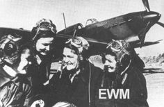 Lt. Valeria Jomiakova (second from right) tells his fellow pilots 586 Fighter Regiment, composed entirely of women, as Ju88 shot down a bomber in September 1942, the first German plane shot down by a woman