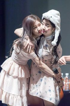 """Sana & Dahyun Twice 180422 """"What is Love?"""" Fansign Event"""