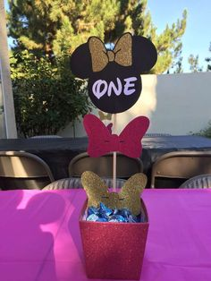 Bow Centerpiece - Kenzie's Birthday BowTique | CatchMyParty.com #MinnieMouse #Birthday