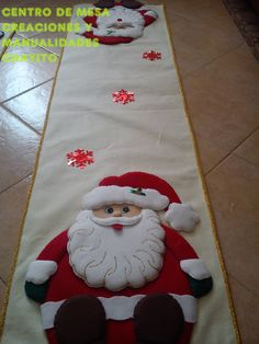 CENTRO DE MESA DE FIELTRO Christmas Sewing, Christmas Crafts, Merry Christmas, Christmas Decorations, Holiday Decor, Penny Rugs, Table Runners, Wool Felt, Projects To Try