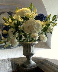 Upea  kukka-asetelma Pirunkirkossa