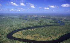 Vista aérea do Rio Preguiças. Passeio de barco pelo seu percurso é um clássico de Lençóis Maranhenses