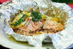 Der geilste Lachs der Welt - frisch und leicht aus dem Päckchen, direkt vom Grill. Mit Zucchini und roten Zwiebeln.