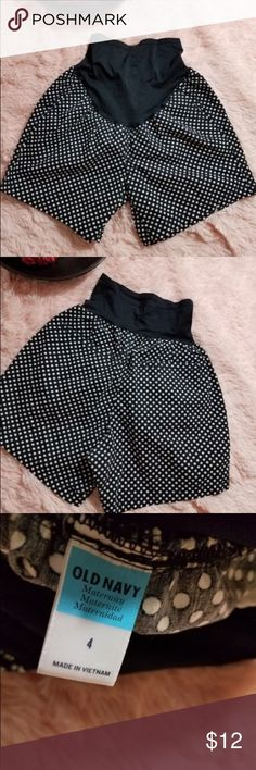 Old Navy Maternity Women's Size 4 Polka Dot Shorts Pregnancy shorts for a soon to be mom! In good condition Old Navy Shorts
