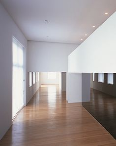minimalist interior by JOHN PAWSON architects, Containment Mezzanine and ground floor apartment, London, 1999. PLAIN SPACE book from Phaidon.