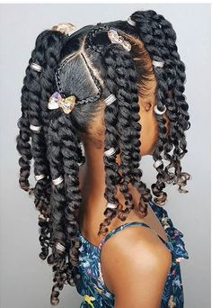 All styles of box braids to sublimate her hair afro On long box braids, everything is allowed! For fans of all kinds of buns, Afro braids in XXL bun bun work as well as the low glamorous bun Zoe Kravitz. Black Kids Hairstyles, Natural Hairstyles For Kids, Kids Braided Hairstyles, Box Braids Hairstyles, Toddler Hairstyles, Hairstyles Pictures, Short Hairstyles, Office Hairstyles, Anime Hairstyles