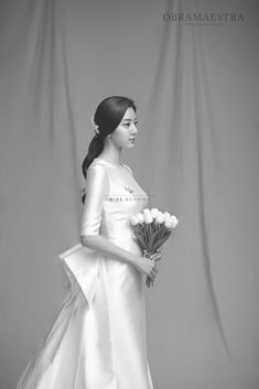 To, My Love Birds, I am sharing one of our steady seller studio from tons of studios in Korea! Obramaestra studio offers modern yet chic and exquisite black and white classic themed pre-wedding package. It highlights bride and groom's subtle elegance and sophistication. Classical European studio settings will perfect your pre-wedding experience! If your interested in Korea pre wedding photoshoot, please contact Mine wedding! We will always happy to assist your special day :-)