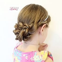 """""""✨Happy Monday!  Hope your day is off to a fantastic start! ~ . ~ Here  is an updo that I did on Hope last night with our new Lilla Rose headband that…"""""""