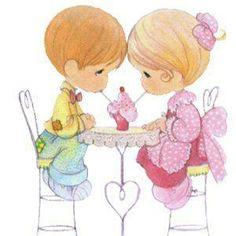 parejita romantica compartiendo helado