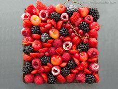 Un vrai bijou ! Goûtez cette délicieuse recette de la tarte aux fruits rouges sur son sablé Breton et sa crème d'amandes, facile à confectionner... Du bonheur en bouche !