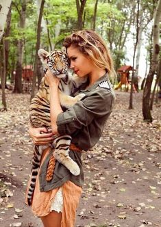 I want to hold a tiger cub! <3