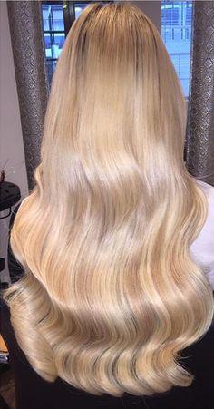 Hairdressing Advice That Will Keep Your Hair Looking Great – Hair Wonders Thick Blonde Hair, Long Wavy Hair, Gorgeous Hair Color, Beautiful Long Hair, Rapunzel, Dip Dye Hair, Neon Hair, Voluminous Hair, Super Long Hair