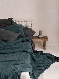 Emerald green linen cushion cover, Dark green pillowcase made of heavyweight linen fabric, Decorative pillow in ocean green Emerald green linen bedroom, Dark green pillowcase made of heavyweight linen fabric, Decorative pillow in ocean.
