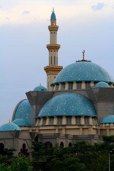 Masjid Wilayah Persekutuan in Kuala Lumpur, Malaysia (by pjfncs27).