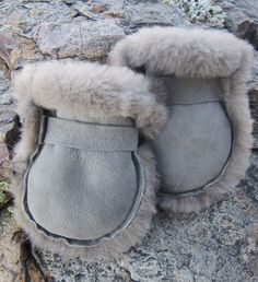 Baby Mittens, Sheepskin Coat, Baby Slippers, Kids Coats, Colorful Pictures, All The Colors, Ugg Boots, Uggs, Diy Baby