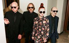 shirley manson d garbage Shirley Manson, Linkin Park, Alternative Rock Bands, News Studio, Music Icon, Latest Music, Bun Hairstyles, Mtv, Pop Culture