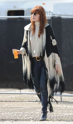Florence Welch attends the Glastonbury Festival of Contemporary Performing Arts at Worthy Farm, Pilton on June 2013 in Glastonbury, England. Get premium, high resolution news photos at Getty Images Coachella, Poppy Delevingne, Alessandra Ambrosio, Style Florence Welch, Boho Fashion, Girl Fashion, Fashion Outfits, Street Fashion, Festival Outfits