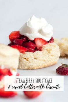 Strawberry Shortcake with sweet buttermilk biscuits. A classic strawberry shortcake recipe that is easy, delicious and & perfectly flaky biscuits. Flaky Biscuits, Buttermilk Biscuits, Köstliche Desserts, Dessert Recipes, Alcoholic Desserts, Shortcake Biscuits, Strawberry Shortcake Recipes, Shortcake Recipe Easy, Strawberry Desserts