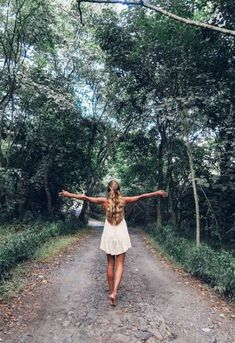 Wanderlust :: Outdoor Aesthetic :: Gypsy Soul :: Wild Heart :: Free Spirit :: Wander Barefoot :: Seek Adventure :: Boho Style :: Chase the Sun :: Travel the World :: Discover more Travel Photography + Inspiration Travel Photography Inspiration, Girl Photography, Travel Inspiration, Adventure Photography, Girl Inspiration, Photography Trips, New Travel, Travel Style, Summer Travel