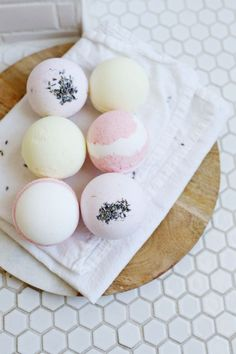 Easy homemade bath bombs. Texture is really nice following this recipe, but these aren't made to unmold right away.