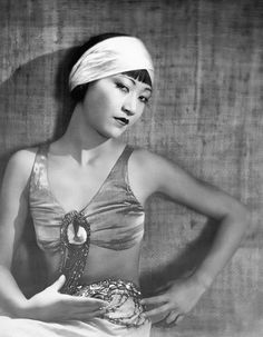 Anna May Wong -- early Hollywood actress -- she always played the wicked and dangerous. Old Hollywood Glamour, Vintage Hollywood, Classic Hollywood, Silent Film Stars, Movie Stars, Asian American Actresses, Vintage Beauty, Vintage Fashion, Anna May