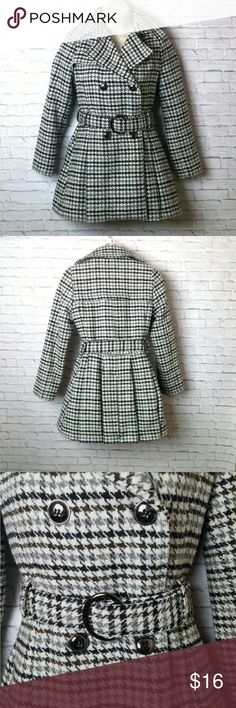 "Epic Threads Houndstooth Peacoat Adorable houndstooth pea coat.Coat is thigh length with silver buttons, belted closure with two side slit pockets. Fully lined and heavy weight. 32% wool blend outer shell. Size youth medium but can fit a women's small. Has one small loose thread on back pleating but otherwise in excellent condition.  Measures:  L-27"" Sh-13"" B-14"" SL-21"" Epic Threads Jackets & Coats Pea Coats"