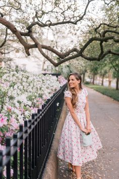 Street style in the summer. Spring Outfits, Street style in the summer. Modest Outfits, Modest Fashion, Dress Outfits, Fashion Dresses, Cute Outfits, Romantic Style Fashion, Apostolic Fashion, Cute Dresses, Vintage Dresses
