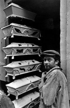 Henri Cartier-Bresson: Mexico. 1934. Learn Fine Art Photography - https://www.udemy.com/fine-art-photography/?couponCode=Pinterest10