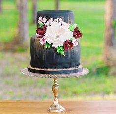 Bijoux Events: Dark + Moody Wedding Cakes?