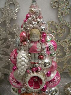 Bingle's Vintage Christmas: November 2011 Source by Pink Christmas Decorations, Christmas Planters, Cute Christmas Tree, Antique Christmas Ornaments, Christmas Toys, Retro Christmas, Vintage Holiday, Christmas Baubles, Christmas Projects