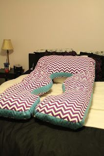 DIY Maternity/Pregnancy Pillow. Seriously saved my sleep during the second and third trimester!!