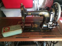 This is the Dietrich / Vesta German treadle. This one is so petite and so cute!