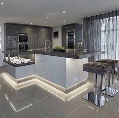 Nice! U Shaped Kitchen, Kitchen Hob, Kitchen Island, Modern Kitchen Cabinets, Interior Doors, Interior Trim, Kitchen Interior, Kitchen Decor, Kitchen Ideas