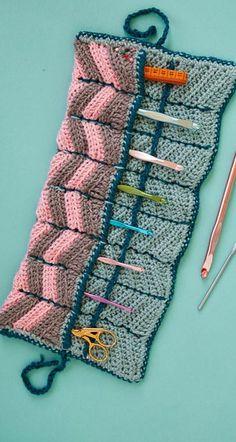 Ideas For Crochet Bag Holder Pattern Needle Case Crochet Hook Case, Love Crochet, Learn To Crochet, Knit Crochet, Crochet Pouch, Crochet Tools, Crochet Crafts, Crochet Projects, Crochet Organizer