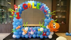 balloon underwater themed backdrop and arch (2)