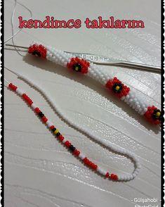 No photo description available. Macrame Bracelet Patterns, Crochet Beaded Bracelets, Beaded Jewelry Patterns, Seed Bead Bracelets, Beading Patterns, Bead Crochet Patterns, Bead Crochet Rope, Collar Circular, Collar Redondo