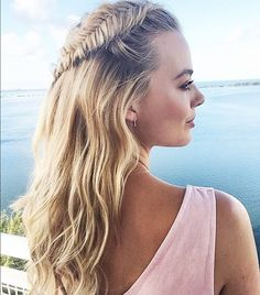 Margot Robbie shows off the perfect fishtail