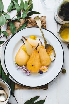 Jasmine Tea White Wine Poached Pears - What a delectable way to end a dinner party! Pear Recipes, Sweet Recipes, Dinner Recipes, Healthy Recipes, Dessert Recipes, Pumpkin Recipes, Healthy Desserts, Healthy Meals, Healthy Eating