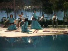 Maroc chikhat latlas les meilleure danseuse 1Questa danza folkloristica è originaria del centro-sud del Marocco e originalmente veniva ballata dalle donne esclusivamente ai matrimoni o alle FESTE pubbliche.