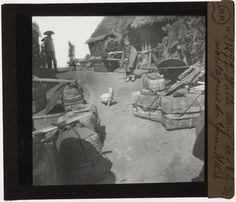 [Plaque de verre du fonds Colbert | EHNE] Chine, Halte dans les montagnes du Yunnan