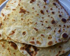 Easy Flatbread recipe without yeast (no yeast) and just two ingredients by Theo Michaels Flatbread Recipe No Yeast, Easy Flatbread Recipes, Greek Desserts, Greek Recipes, Fried Mussels Recipe, Homemade Flatbreads, Dairy Free Pudding, Halva Recipe, Pizza