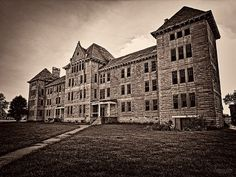 Ep. 94 features the history & hauntings of the Peoria State Hospital! Author & Paranormal Investigator Sylvia Shults joins us! http://historygoesbump.libsyn.com/ep-94-peoria-state-hospital