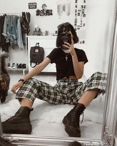 Effortlessly Cool Grunge Outfits You Need to Try Indie Outfits, Hipster Outfits, Girl Outfits Tumblr, Punk Outfits, Boho Outfits, Fashion Outfits, Cute Grunge Outfits, Ladies Fashion, Grunge School Outfits