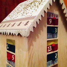 Et voilà, on a bien bossé et les filles ont vraiment adoré ! #MonCalendrierTruffaut #NoelTruffaut2017 #diy #truffaut #calendrierdelavent #avent #advent #adventcalendar #creation #homemade #craft #posca #artemio #ctop