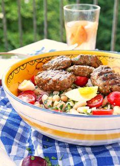 Weisse-Bohnen-Salat und Köfte
