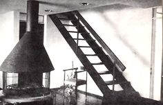 Vista de la chimenea y escaleras en el primer piso, Casa habitación con espacio comercial en la planta baja, avenida División del Nte 515, Narvarte Poniente, Benito Juárez, Ciudad de México 1961 (alterado)  Arq. Germán Herrasti -   View of the fireplace and stairs on the first floor, House with commercial space on the ground floor, Division del Norte 515, Narvarte, Benito Juarez, Mexico City 1961 (altered)