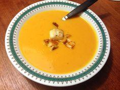 Man behöver knappt ha några råvaror hemma för att åstadkomma den här soppan. Ibland byter jag ut morötterna mot sötpotatis. /Sally