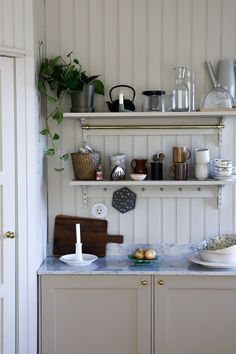 Swedish Interior Design, Swedish Interiors, Classic Interior, Scandinavian Design, Painting Kitchen Cabinets, Kitchen Shelves, Kitchen Dining, Cabinet Paint Colors, Inviting Home